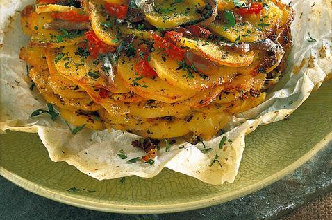 Teglia di patate, olive e acciughe