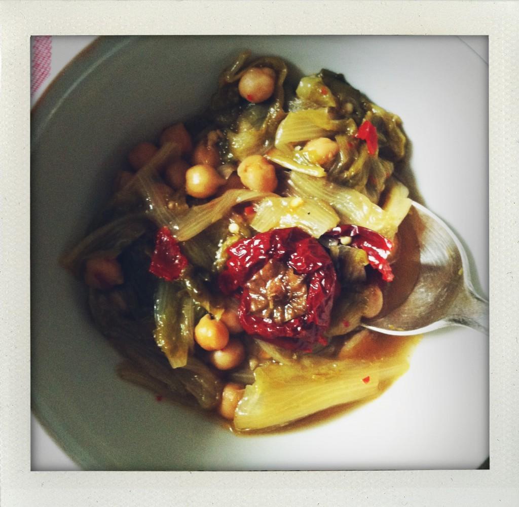 Zuppa di scarola, ceci e peperoni cruschi