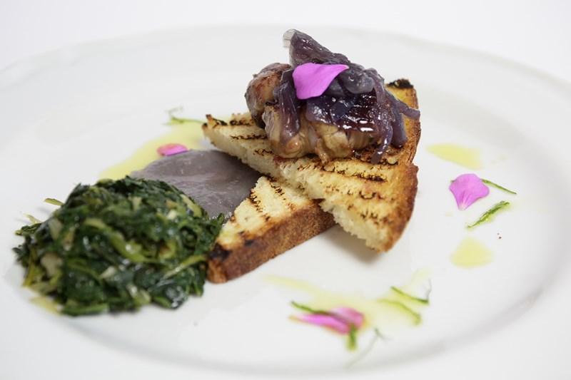 Involtini di agnello delle Dolomiti Lucane con crostone di pane di Matera e marmellata di cipolla rossa