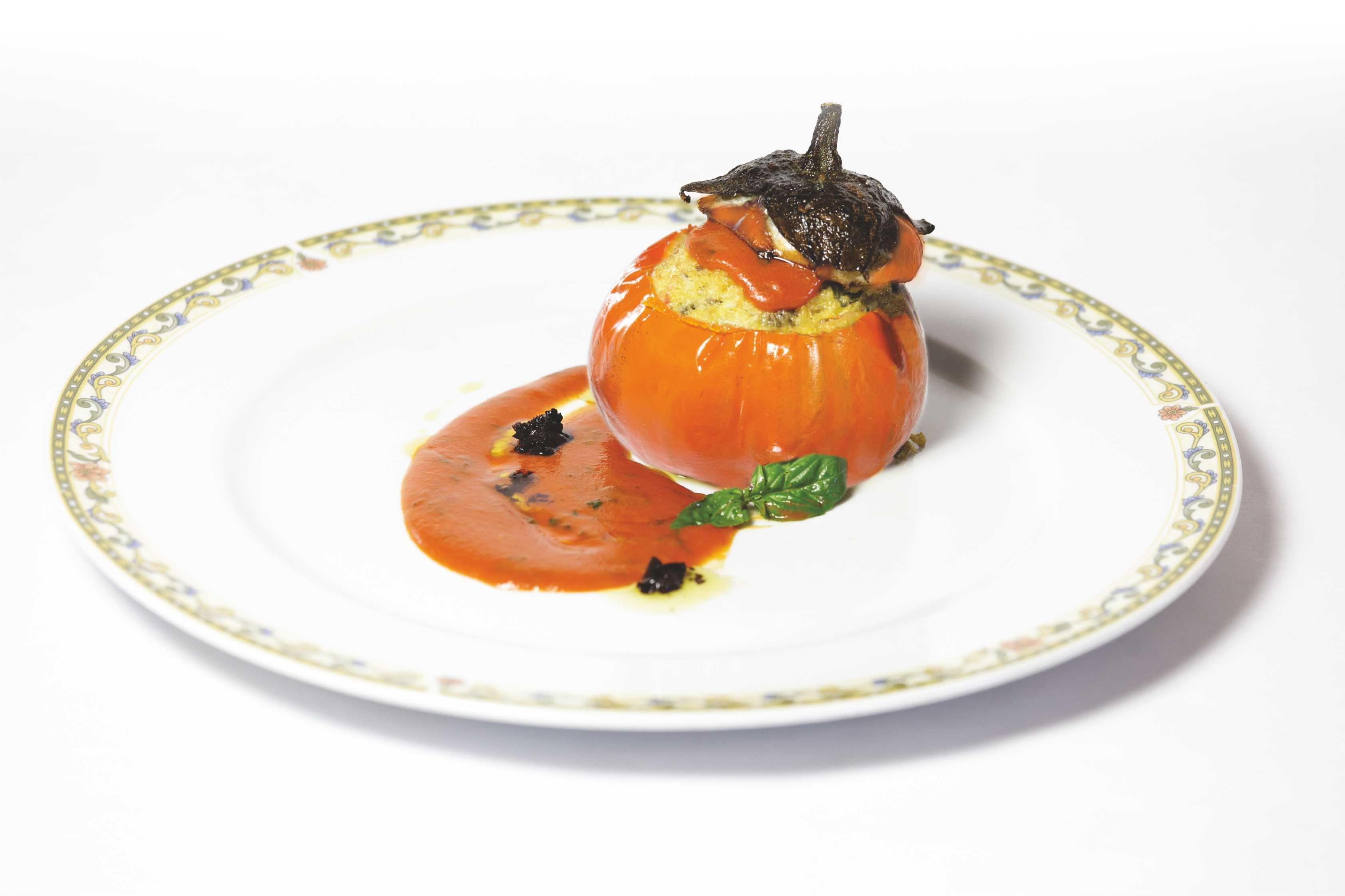Torretta di melanzana  rossa di Rotonda DOP al profumo di fagioli bianchi di Rotonda DOP su crema di pomodoro