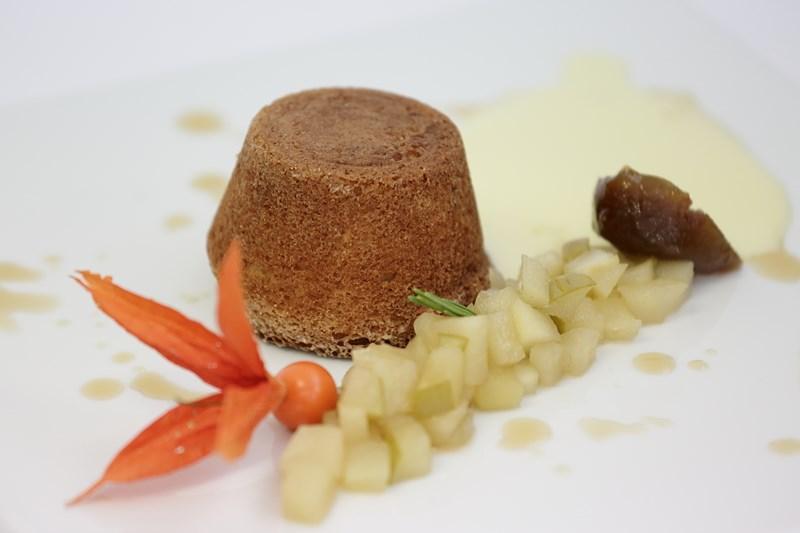 Pandorino lucano con fichi secchi e miele con composta di mele al rosmarino e salsa alla vaniglia